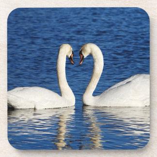 Dessous-de-verre Signe blanc de coeur de forme de deux cygnes