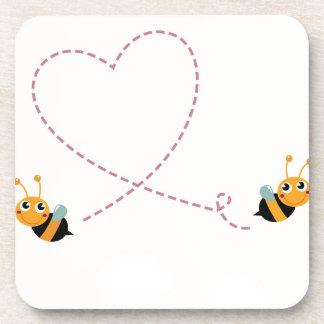 Dessous-de-verre T-shirt de CONCEPTEURS avec des abeilles d'amour