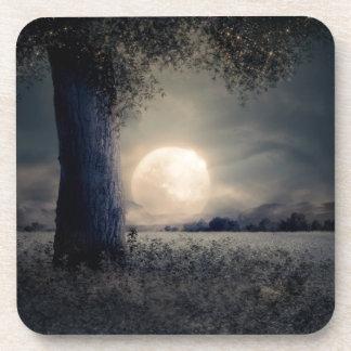 Dessous-de-verre Un arbre dans le clair de lune