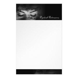 Dessus de prolongements de cil et insecte noir prospectus 14 cm x 21,6 cm