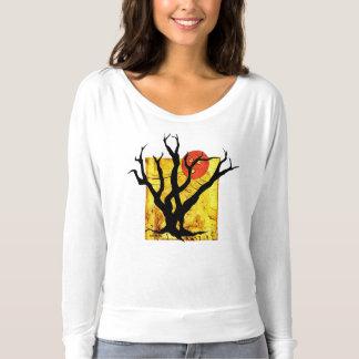Dessus mignon d'arbre éffrayant de Halloween ! T-shirt