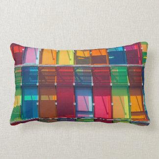 Détail commercial multicolore de bâtiment coussins carrés