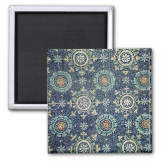 Détail de la décoration florale de la chambre fort magnet carré