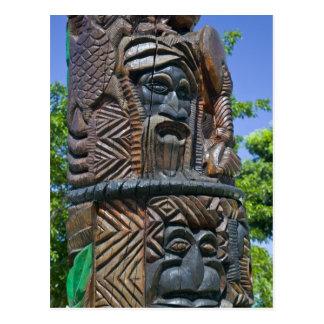 Détail de poteau de totem de Kanak, Noumea, Cartes Postales