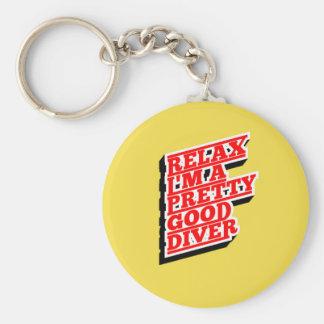 Détendez-moi suis un plongeur assez bon porte-clé rond