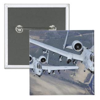 Deux avions du coup de foudre II d'A-10C volent Badges