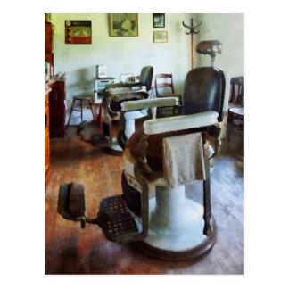 Deux chaises de coiffeur carte postale