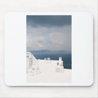 Deux chaises sur l'île de Santorini Tapis De Souris