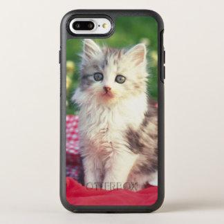 Deux chatons se reposant sur une couverture coque otterbox symmetry pour iPhone 7 plus