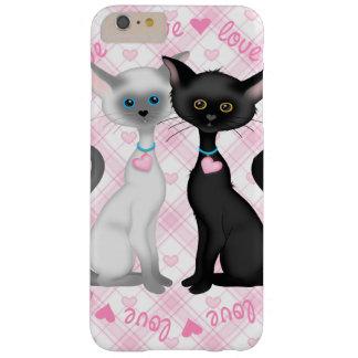 Deux chats mignons dans l'amour coque iPhone 6 plus barely there