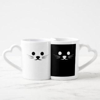 Deux chats noirs et blancs mug