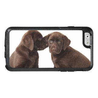 Deux chiots de labrador retriever de chocolat coque OtterBox iPhone 6/6s
