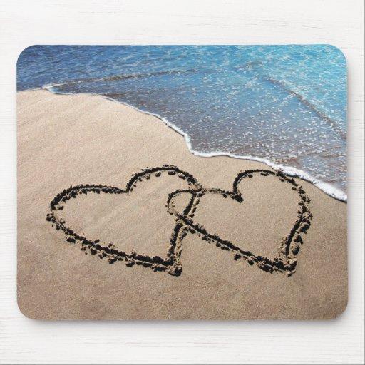 Deux coeurs dans le sable Mousepad Tapis De Souris