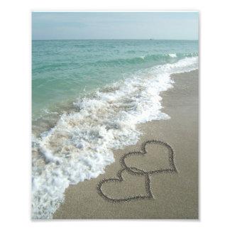 Deux coeurs de sable sur la plage, océan tirages photo