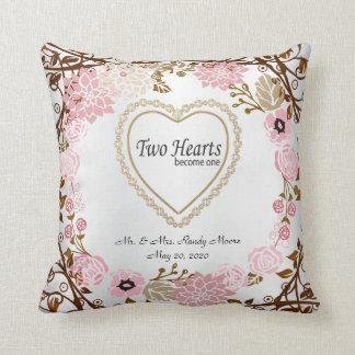 Deux coeurs deviennent une guirlande vintage oreiller