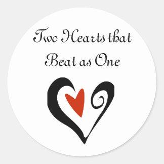 Deux coeurs qui ont battu en tant qu'un sticker rond
