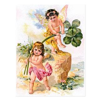 Deux enfants avec du charme de papillon carte postale