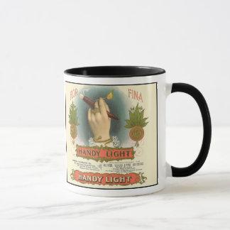 Deux étiquettes vintages de cigare côte à côte mug