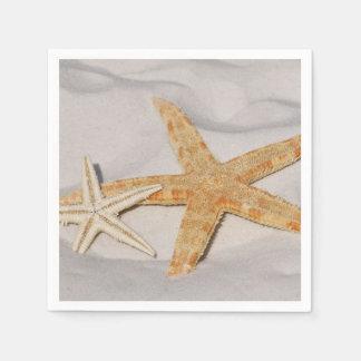 Deux étoiles de mer dans le sable serviette en papier