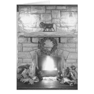Deux filles s'asseyant par une cheminée à Noël Carte De Vœux