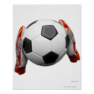 Deux gants de gardiens de but tenant un football poster