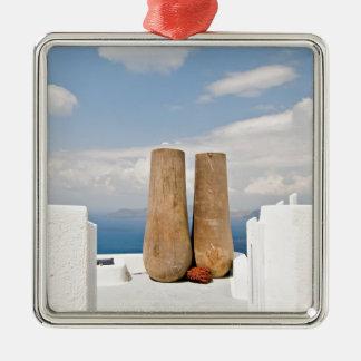 Deux grands pots sur l'île de Santorini Ornement Carré Argenté
