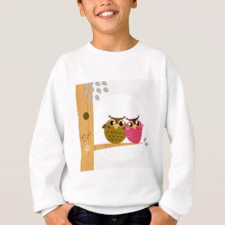 Deux hiboux d'amour sur l'arbre avec la lune sweatshirt