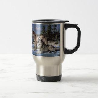 Deux loups dans le Sibérien d'hiver Mug De Voyage