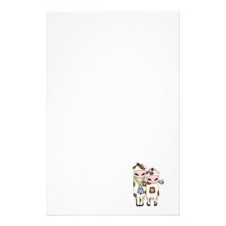 deux ou trois vaches mignonnes à MOO Papier À Lettre Customisable