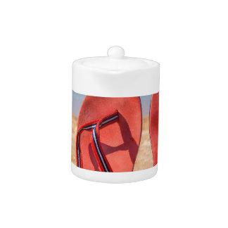 Deux pantoufles rouges droites en sable de