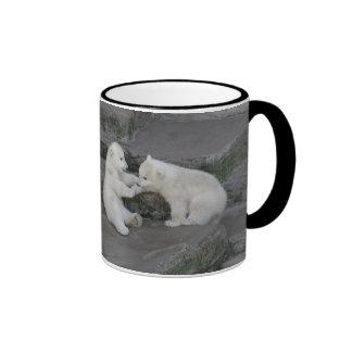 Deux petits animaux d'ours blanc mug ringer