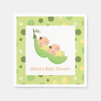 Deux pois dans les serviettes mignonnes d'un baby serviette jetable