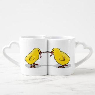 Deux poussins et un ver set tasses duo