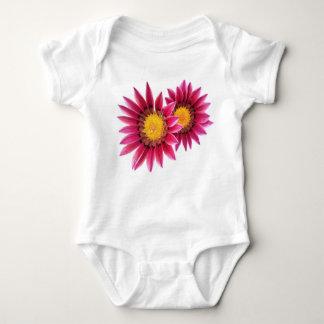 deux solides totaux roses de bébé de fleurs body