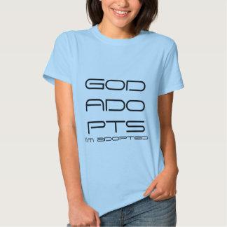 Dieu adopte la pièce en t t-shirt