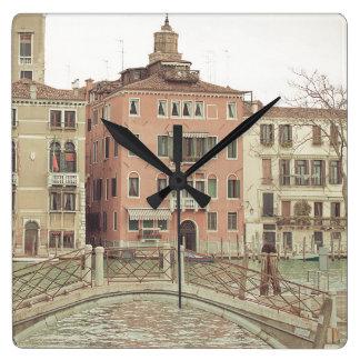 Dimanche matin à Venise Horloge Carrée