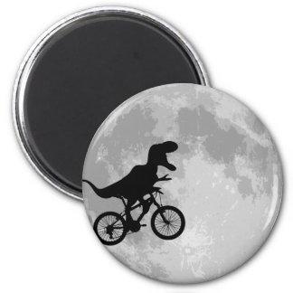 Dinosaure sur un vélo en ciel avec la lune aimant pour réfrigérateur