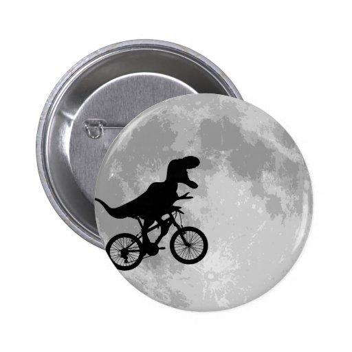 Dinosaure sur un vélo en ciel avec l'amusement de  pin's avec agrafe