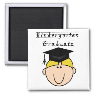 Diplômé de jardin d'enfants - garçon blond magnet carré