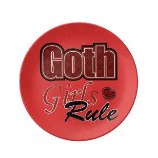 Dire rouge de règle de filles de Goth de plaid Assiettes En Porcelaine
