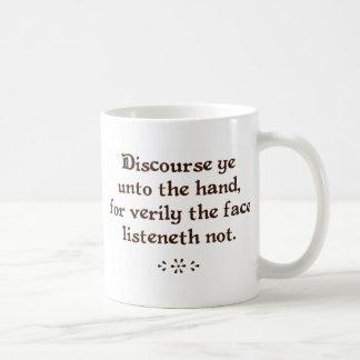 Discourez le YE aux tasses de café/thé de main