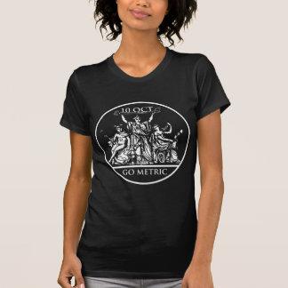 Disparaissent le T-shirt foncé des femmes