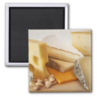 Divers fromages sur le hachoir magnet carré