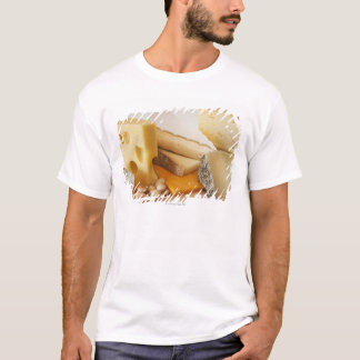 Divers fromages sur le hachoir t-shirt