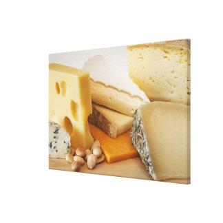Divers fromages sur le hachoir toiles