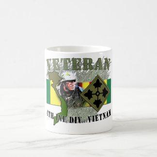 Division de Vietnam-4th FNI (aucun CIB) Mug