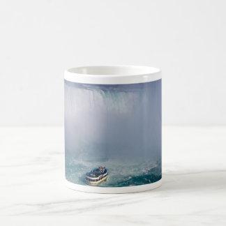 Domestique des chutes du Niagara d'arc-en-ciel de Mug