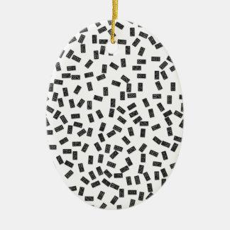 Dominos sur le blanc ornement ovale en céramique