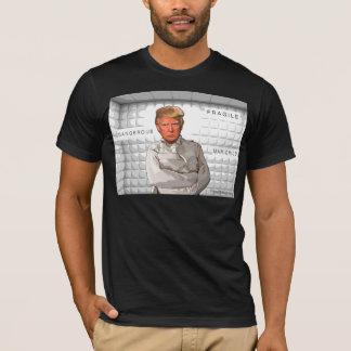 Donald Trump dans un anti-atout de peinture de T-shirt