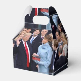 Donald Trump est juré dedans comme président Boites De Faveur